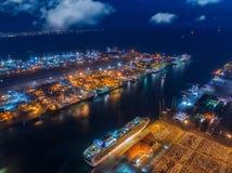 Exportação do carro pelo barco foto de stock