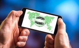 Exporten kanaliserar begrepp på en smartphone royaltyfri bild