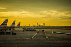 exposez au soleil le début de la matinée en hausse au-dessus de l'horizon de Charlotte vu du clt AI Images libres de droits