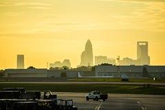 exposez au soleil le début de la matinée en hausse au-dessus de l'horizon de Charlotte vu du clt AI Photo stock