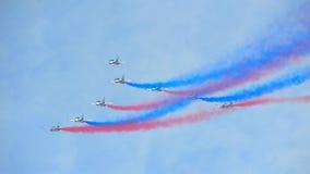Exposição Aerobatic do voo por Eagles preto da república da força de Korean Air (ROKAF) em Singapura Airshow Foto de Stock