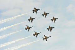 Exposição Aerobatic do voo por Eagles preto da república da força de Korean Air (ROKAF) em Singapura Airshow Imagens de Stock