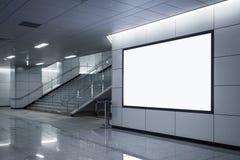 Exposição ascendente da zombaria do signage da bandeira do quadro de avisos no metro com escadas foto de stock