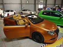 Exposição automóvel de ajustamento do luxo dos carros Fotos de Stock