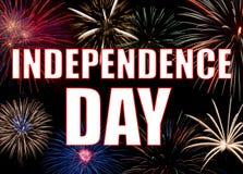Exposição colorida dos fogos-de-artifício que forma um Dia da Independência do fundo imagem de stock