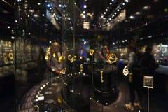 Exposição da joia no William e a Judith Bollinger Gallery em Victoria e o Albert Museum Fotografia de Stock Royalty Free