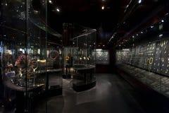 Exposição da joia no William e a Judith Bollinger Gallery em Victoria e o Albert Museum Imagens de Stock