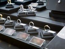 Exposição da loja do diamante da joia Fotografia de Stock Royalty Free