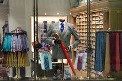 Exposição da loja do ` s dos homens Imagens de Stock Royalty Free