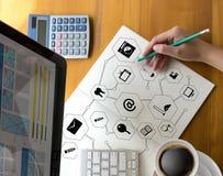 Exposição da tecnologia e fora do Cyberspace e do futur do botão de interruptor fotos de stock