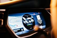 Exposição de computador nova do painel do modelo S de Tesla Foto de Stock