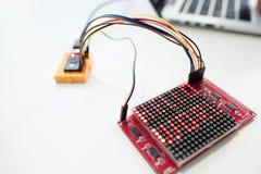 Exposição de matriz do diodo emissor de luz com o mundo das palavras olá! Foto de Stock Royalty Free