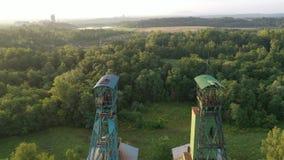 Exposição de sol da manhã da mina auxiliar da antiga mineração de carvão - vista aérea por drone filme