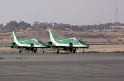 A exposição de voo e a mostra aerobatic de falcões do saudita indicam a equipe Foto de Stock