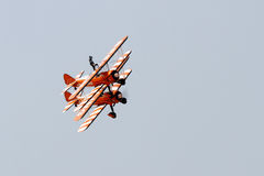 Exposição de voo e mostra aerobatic do Breitling Wingwalkers Imagens de Stock