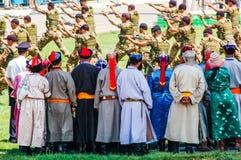 Exposição do exército do relógio dos arqueiros na cerimônia de inauguração de Nadaam Imagens de Stock