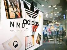 Exposição do símbolo dos originais de Adidas fotografia de stock royalty free