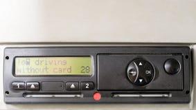 A exposição do taqueômetro de Digitas lê a CONDUÇÃO SEM CARTÃO Nenhum cartão introduzido no dispositivo Introduza o cartão dos mo foto de stock royalty free