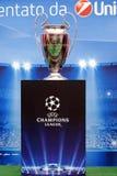 Exposição do troféu do Uefa Champions League imagem de stock royalty free