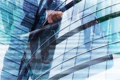Exposição dobro abstrata do homem de negócios e dos prédios de escritórios Foto de Stock Royalty Free