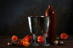 Exposição dobro da vida imóvel e de uma árvore Garrafa do vinho Fotografia de Stock