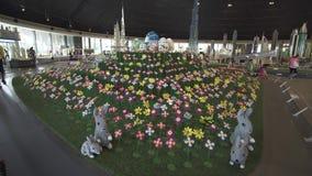 A exposição dos modelos do gramado com as flores feitas de Lego remenda em Miniland Legoland no estoque dos parques e dos recurso filme