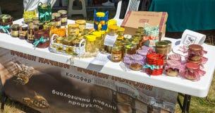 Exposição dos produtos da abelha no festival de Rozhen 2015 Imagem de Stock