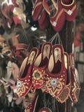 Exposição festiva dos calçados do Nepali brilhante Foto de Stock