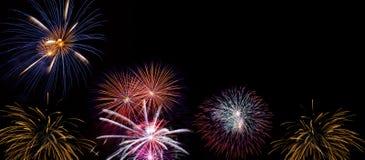 Exposição larga dos fogos-de-artifício feita de fotos pirotécnicas reais Fotografia de Stock Royalty Free