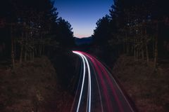 Exposição longa da estrada da montanha fotos de stock royalty free
