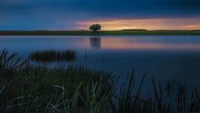 Exposição longa da paisagem da estrela do rio do por do sol fotografia de stock royalty free