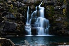 Exposição longa de uma cachoeira fotografia de stock