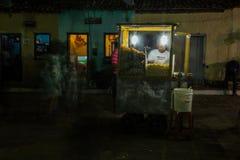 Exposição longa do pipoqueiro durante o festival do inverno de Igatu, Chapada Diamantina imagem de stock