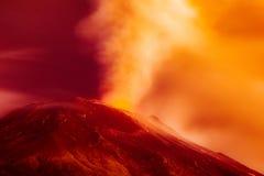 Exposição longa dramática da erupção vulcânica Imagem de Stock Royalty Free
