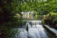 Exposição longa no Weir de Cressbrook fotos de stock