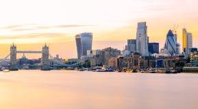 Exposição longa, vista panorâmica da arquitetura da cidade de Londres no por do sol Fotografia de Stock Royalty Free