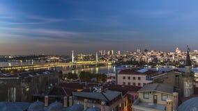 Exposição mais longa ao crepúsculo dourado da ponte do chifre Imagem de Stock