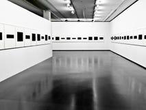 A exposição no interior moderno. fotografia de stock royalty free