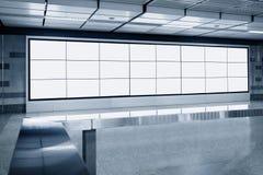 Exposição vazia do molde da tela do Lcd do quadro de avisos no metro Imagens de Stock Royalty Free