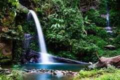 Exposi??o longa da cachoeira de Montathan na selva de Chiang Mai Thailand foto de stock