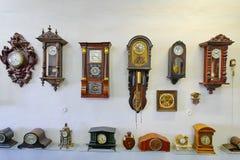 Exposición con un gran número de diversos mecanismos de madera antiguos del mecanismo Foto de archivo libre de regalías