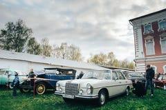 Exposición de coches retros Fotografía de archivo libre de regalías