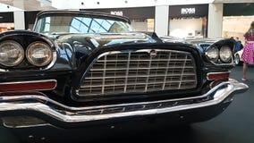 Exposición de coches retros en la alameda de la metrópoli metrajes