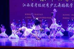 Exposición de enseñanza de clasificación Jiangxi del logro de los niños de la prueba de la academia de la danza de Pekín del niño imagen de archivo