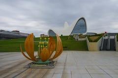 Exposición de figuras en el parque de centro de Heydar Aliyev Imagenes de archivo