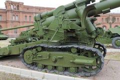 Exposición de la artillería en el aire abierto Museo de la historia militar imagenes de archivo