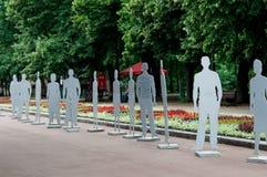 Exposición de la gente invisible en el parque de Shevchenko m iinvisible fotos de archivo