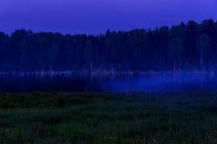 Exposición de la noche de la niebla del lago Fotografía de archivo libre de regalías