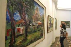 Exposición de la pintura que cuenta la historia de la ciudad natal fotos de archivo libres de regalías