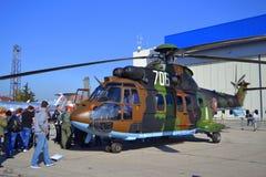 Exposición de los parásitos atmosféricos del puma de Eurocopter AS532 Imagenes de archivo